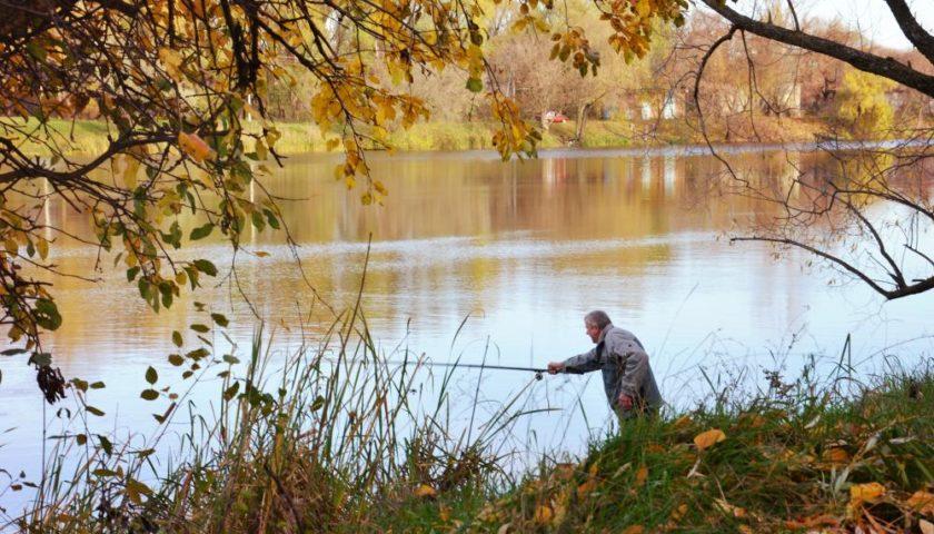 когда идти на рыбалку осенью